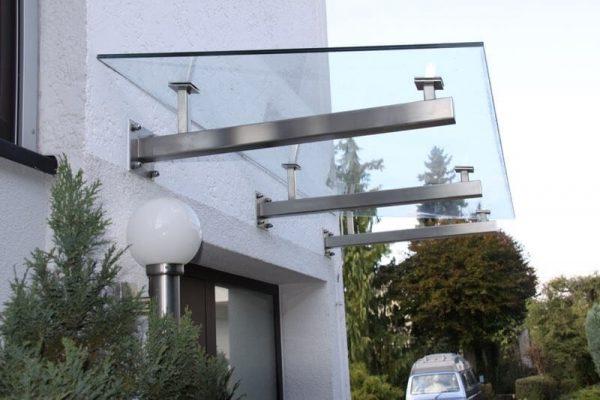 Vordach aus Edelstahl passend zur Haustuere
