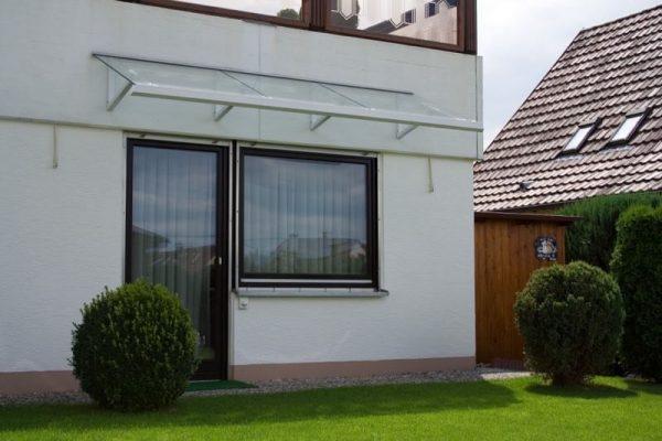 Vordach-Modell-Graute-V-1300-flexibel-in-der-Breite-zu-fertigen-pulverbeschichtet-nach-RAL-in-Wunschfarbe-VSG-Klarglas-weiss-in-71229-Leonberg