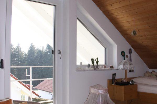anspruchsvoller Fensterbau mit schraegen Elementen