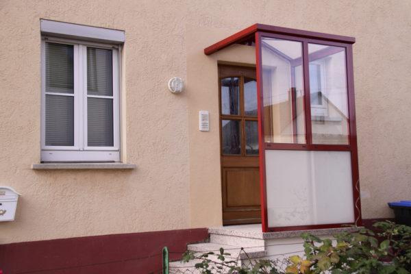 Vordach Vorbau an Haustüre als Wetterschutz