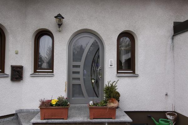 Rundbogen Haustüre aus Alu in 72115 Ammerbuch