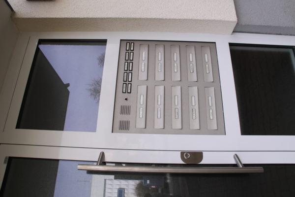 Briefkasten integiert in Haustüre