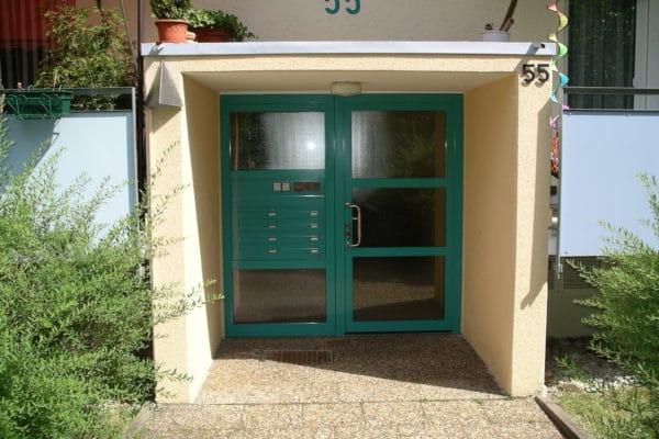 Haustüre für Mehrfamilienhaus in der Taunusstrasse in 71032 Böblingen Rauher Kapf