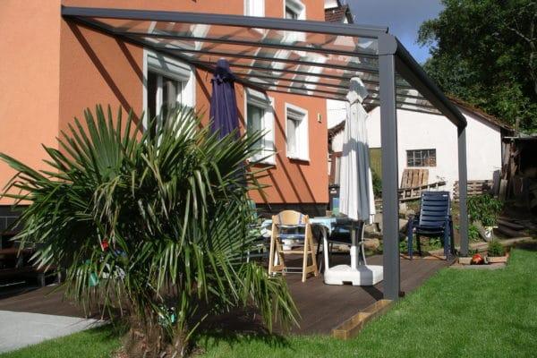 Terrassenüberdachung in anthrazit
