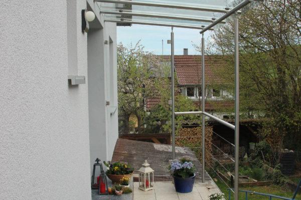 Edelstahl Vordach mit Wetterschutz und Handlauf