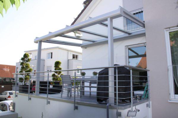 Seitenansicht Überdachung Terrasse auf Garage in 71069 Sindelfingen