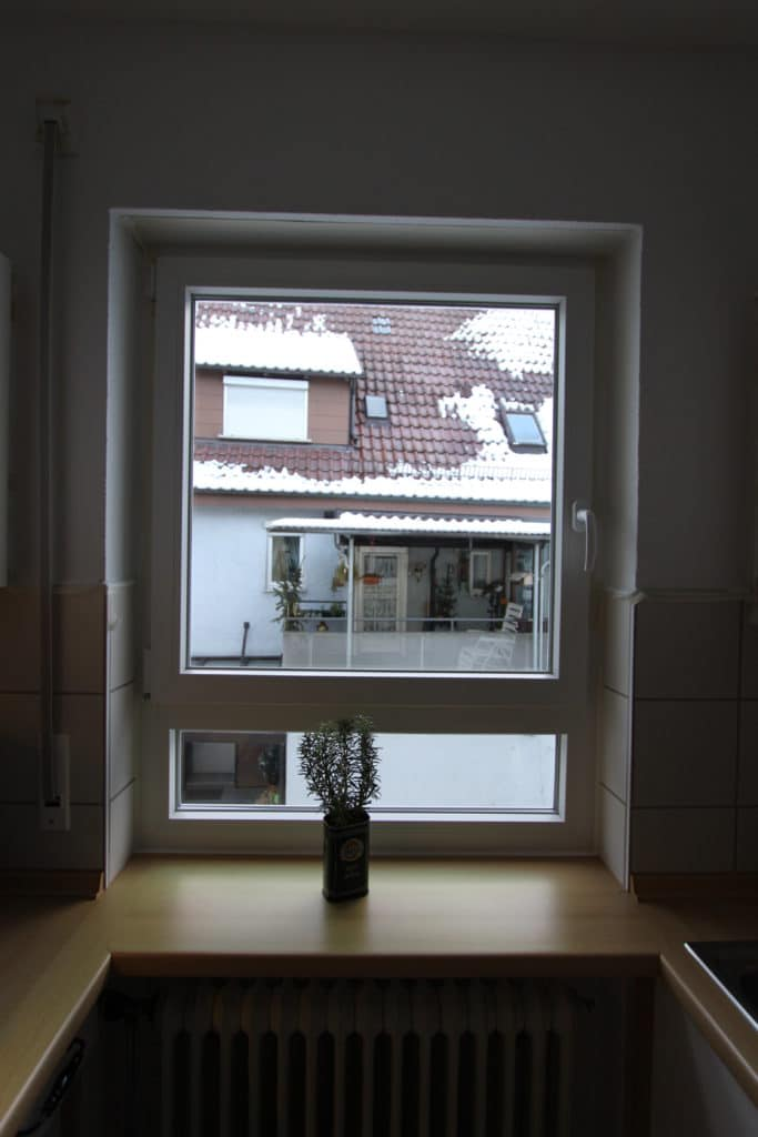 kuechenfenster mit unterlicht fuer kuechenumbau gesucht. Black Bedroom Furniture Sets. Home Design Ideas