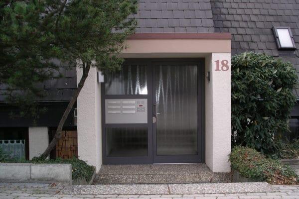 Türeanlage mit Briefkasten in 71229 Leonberg Burghalde