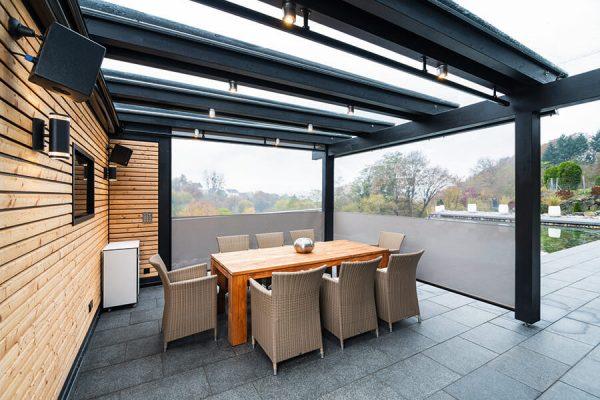 Screens als wirksamer Sonnenschutz gleichzeitig mit ermöglichter Blick nach draußen in 70180 Stuttgart