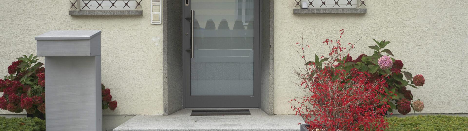 Eckig oder rund - Schlüssel oder Finger Rundbogen Aluminium Haustüre voll verschweißt Headerbild