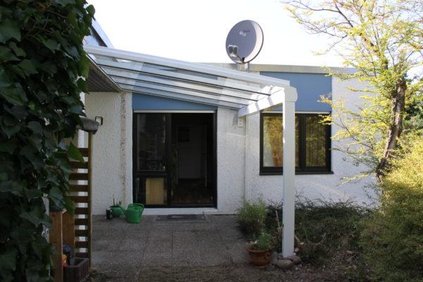 Überdachung für Seiteneingang