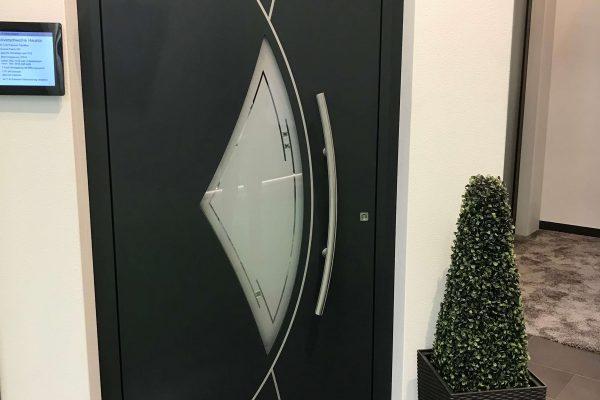 Alumínium Haustuere eckverschweißt mit flaechenbuendigen Metalleinlegern in 71032 Boeblingen