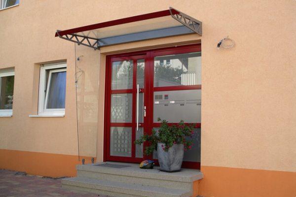 Haustüre mit Vordach für Hauseingang in 71069 Sindelfingen