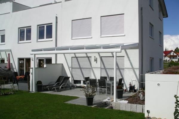 Terrassendach in weiß für Reiheneckhaus